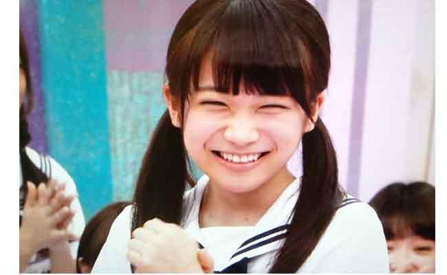 くしゃっとした笑顔のかわいい秋元真夏